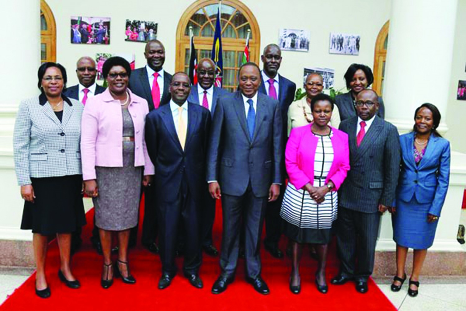 President Uhuru Kenyatta with members of the Judicial Service Commission led by Hon. Justice Dr. Willy M. Mutunga, SC, Chairman, JSC when they paid him a courtesy call at State House, Nairobi.